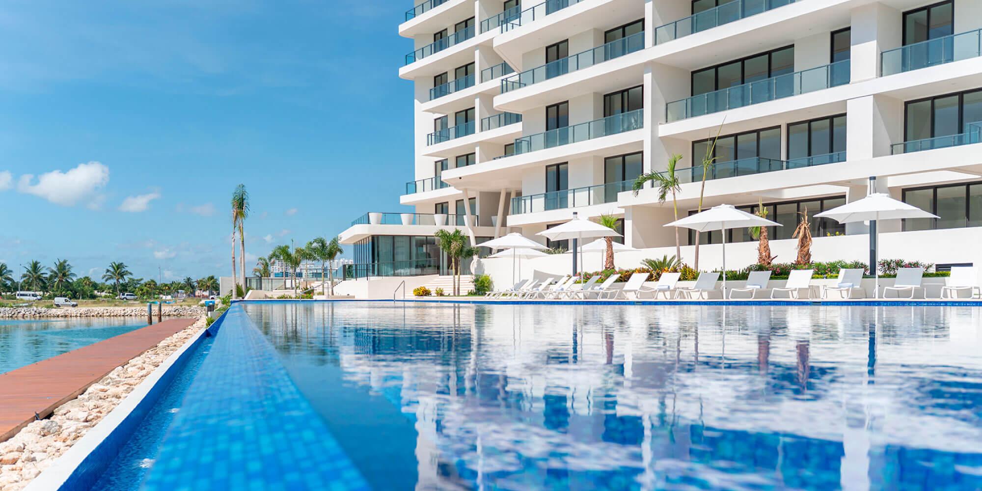 Departamentos en Puerto Cancún con vista al mar